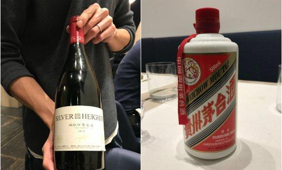 Abbiamo abbinato la cena prima con bollicine italiane, poi con unvino cinese, The Summit 2014, blend di Cabernet Sauvignon (65%) e Merlot (35%) diSilver Heights, azienda vinicola di Yinchuan, nella Cina centrosettentrionale, quasi al confine con la Mongolia. Niente di indimenticabile ma del tutto corretto. A fine pasto, bicchierino di Moutai, sorta di grappa, in realtà un distillato (53°) di frumento e sorgo, o saggina che dir si voglia, quella che da noi veniva usata per fare le scope. È nato 2000 anni fa e prende il nome dalla città d'origine; oggi considerato patrimonio della cultura cinese, nonostante sia ai più sconosciuto nel resto del mondo. In Italia è disponibile dal 2012; una bottiglia da mezzo litro costa circa 200 euro, ma le versioni invecchiate possono arrivare a 3.500. Lo produce Kweichow, colosso di Stato che ha sfondato i 151,67 miliardi di dollari di capitalizzazione, superando i 148,24 miliardi della francese Lvmh, quella di Moët Hennessy a cui fanno capo brand di champagne come Ruinart, Moët&Chandon, Veuve Clicquote Dom Pérignon. Il gruppo cinese ha conquistato il podio dell'indice di Bloomberg dedicato al lusso globale. Che dire del Moutai? Piacevole, infatti fa incetta di premi in giro per il globo