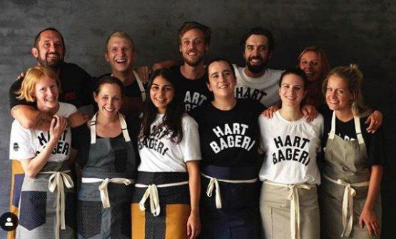 Richard Hart (in alto a sinistra) e il team diHart Bageri(foto instagram)