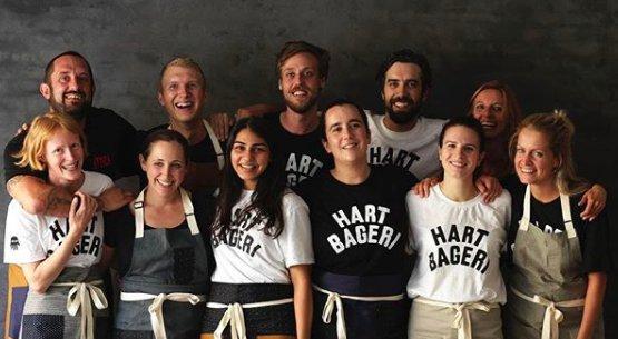 Richard Hart (in alto a sinistra) con la squadra dell'Hart Bageri(foto Instagram)