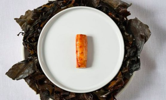 Norwegian King crab claw cooked with home-made butter and glazed with a garum from the same crab (photo Intasgram/Olo)
