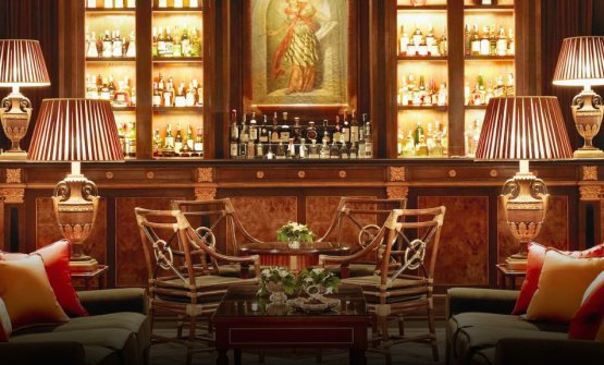 Il bancone dell'Atrium Bar del Four Seasons,
