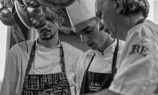 A destra, lo chefDavide Botta, nato a Brescia,classe 1967
