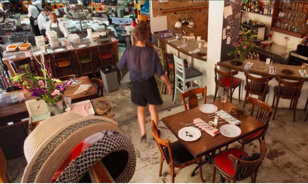 Lacittà è un ribollire di bar (fotohaaretz.com)