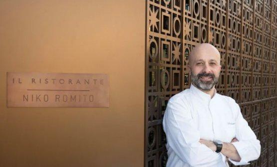 Romito davanti al suo ristorante al Bvlgari Dubai