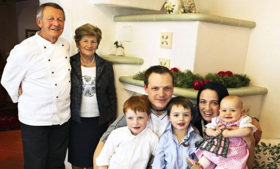 Tre generazioni della famiglia Irsara, in una foto di qualche anno fa