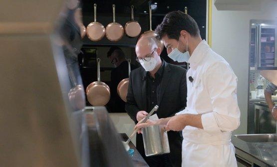 Massimiliano Alajmo in cucina a Le Calandre, sotto