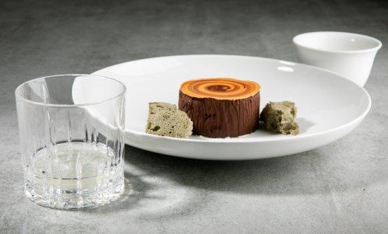 ULIVO: Mousse di cioccolato bianco, olio affumicato con legno di ulivo, crumble ai semi di olive, sponge di olive nere Bella di Cerignola e clorofilla di foglie di ulivo