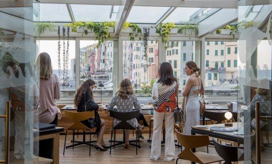 Il ristorante prende il nome dall'isola Palmaria edè collocato in una scenografica veranda affacciata sul mare