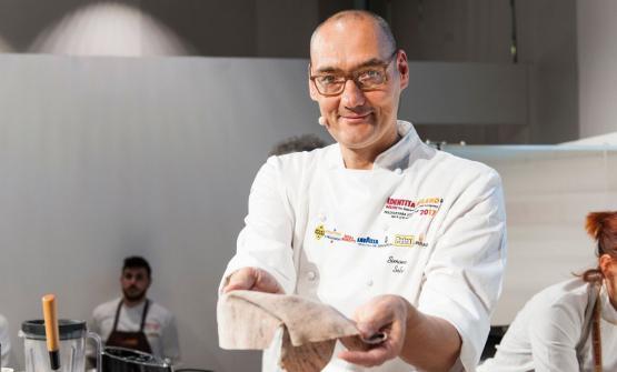 Cè' anche un glutine buono: lo ha spiegato lo chef Simone Salvini a Identità Milano 2017