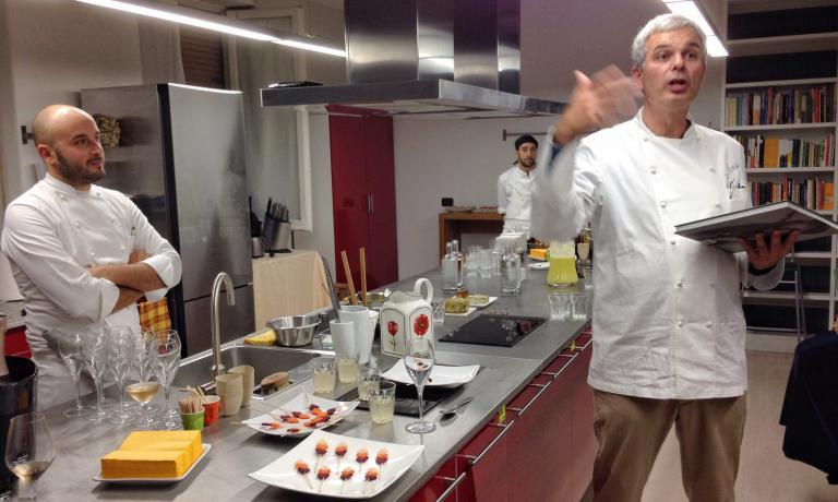 Pietro Leemann presenta il suo nuovo libro, osservato da Sauro Ricci, executive chef del Joia