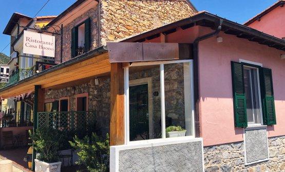 L'ingresso del locale aperto da Antonio Buono