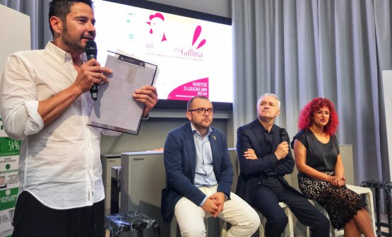 Da sinistra: il moderatore Tinto, l'AssessoreFabio Rolfi,il Presidente diFiera MillenariaGiovanni Salaed Elisa Bringhenti di Mantova Golosa