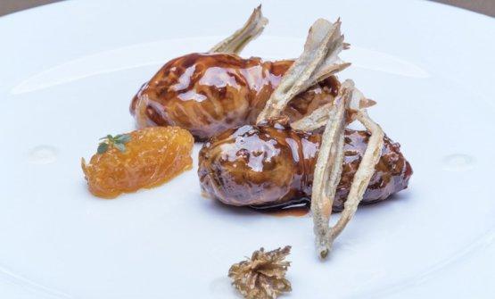 Turcinieddhi glassati alla birra con marmellata di cipolla all'arancia, critmi in tempura e infuso di luppolo. Con questo piatto Solaika Marrocco ha vinto il premio Birra Moretti Grand Cru 2017