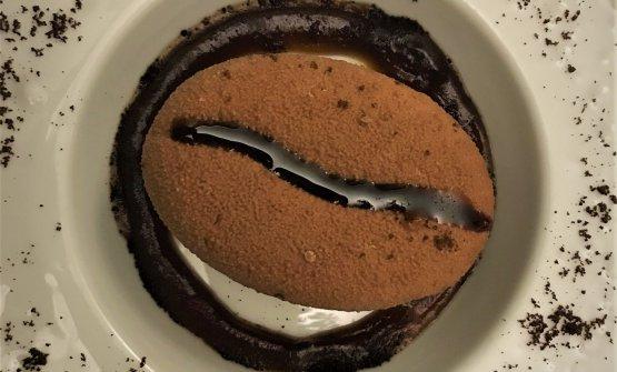 Solo un chicco di caffè:chicco di gianduia con cuore di caffè espresso in crosta di cioccolato