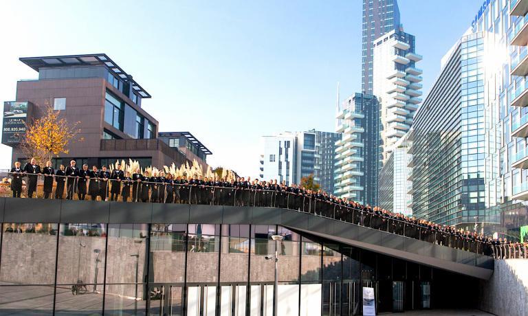 I sommelieri Ais sul tetto dello spazio The Mall a Milano, che ha ospitato poche ore fa la presentazione di Vitae 2017, la guida vini firmata dall'Associazione Italiana Sommelier. Luca Torretta era là per Identità Golose