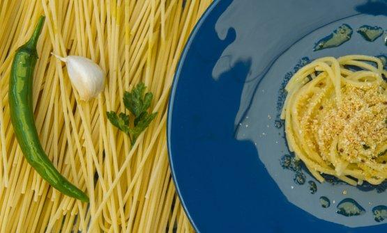 Spaghetti aglio, olio, peperoncino e muddica atturrata