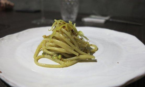 Spaghetti con colatura di alici e pistacchi (foto passionegourmet.it)