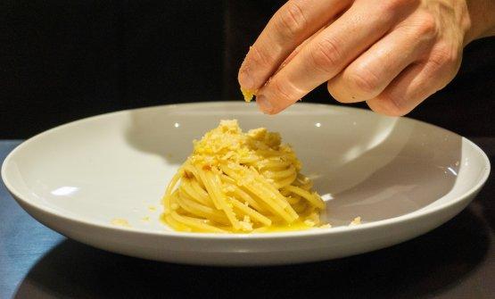 Spaghetti a mezzanotte per festeggiare l'estate e la fine della quarantena