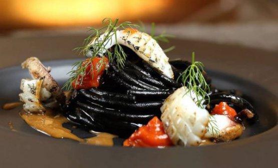 Lo Spaghetto tutto seppia diDaniele Pattidel ristoranteLo Scudierodi Pesaro, ristorante novità nella Guida ai Ristoranti di Identità Golose 2018