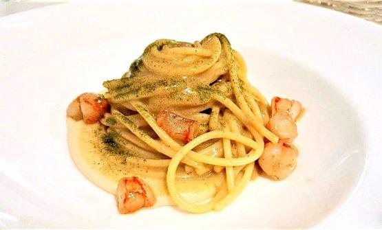 Spaghettoni, gamberi, plancton, bottarga e crema fagioli