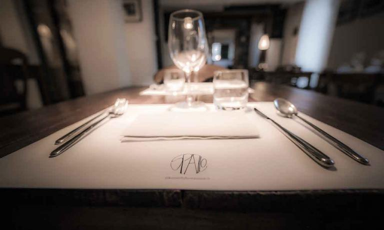A detail of the dining room at Spazio Rivisondoli, the restaurant born from the ashes of the first location of the Reale restaurant which moved to Castel di Sangro in the August of 2011 (photo by Francesco Fioramonti)