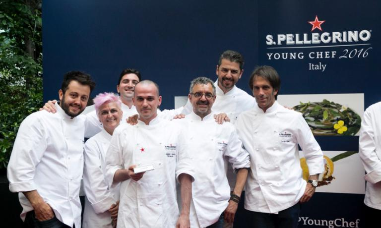 Miacola will compete with 19 other young participants from all around the world. Just like Alessandro Salvatore Rapisarda, the Italian standard bearer here depicted together with the prestigious jury that proclaimed his success in the Italian finals. The two will not be the only Italians: there will also be Matteo Zonarelli, chef de partie at 8 1/2 Bombana in Macao, who won the North-East Asia finals