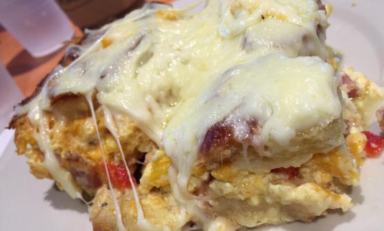 Una porzione a colazione, sull'isola di Sanibel, di Strata, insolite lasagne di pane