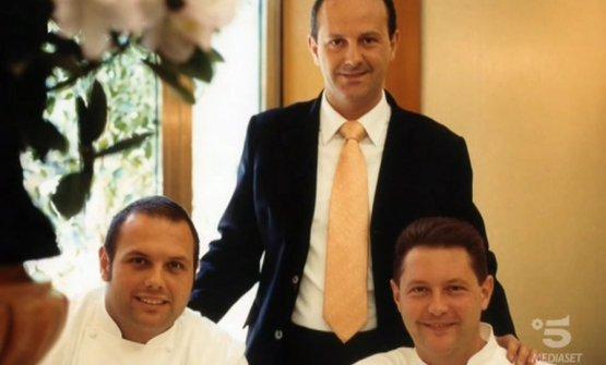 I tre fratelli Cerea in una foto di inizio secolo: in primo piano Bobo e Chicco, chef, in piedi alle loro spalle Francesco, sommelier