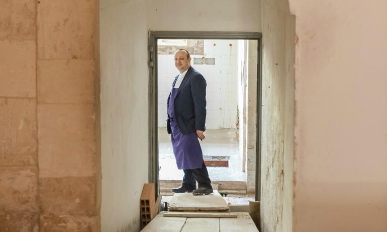 Ciccio Sultano al cantiere del proprio secondo indirizzo, I Banchi, che aprir� a giugno presso i bassi di Palazzo di Quattro, in via dell'Orfanotrofio, sempre a Ragusa Ibla