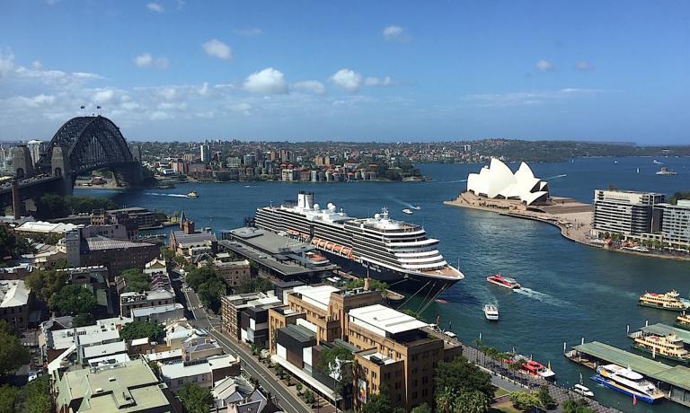 La celeberrima baia di Sydney vista dai piani alti del Four Seasons, il 5 stelle lusso diretto dal gruppo canadese fin dal 1992 ma brandizzato direttamente solo dieci anni dopo, nel 2002.