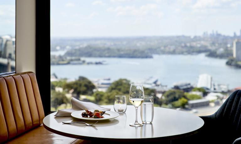 Un dettaglio della Lounge 32 al trentaduesimo piano del Four Seasons di Sydney in Australia