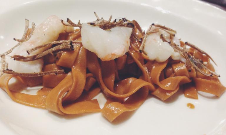 La Tagliatella scampi e tartufo di Franco Aliberti, chef salernitano in sella dall'aprile 2014, assieme ad Andrea Muccioli, al ristorante �vviva di Riccione,�viale Gramsci 31, telefono�+39.0541.694098