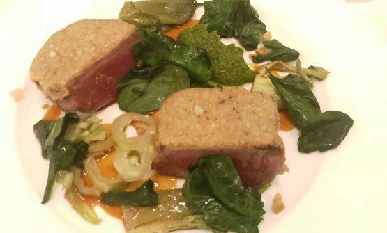 Taglio di manzo, salsa verde, limone sotto sale e puntarelle