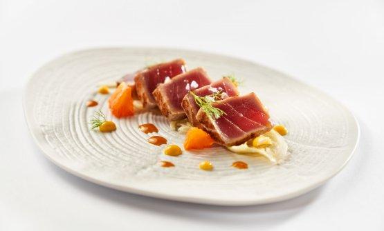 Tataki di tonno, finocchi, arancia, maionese al sesamo