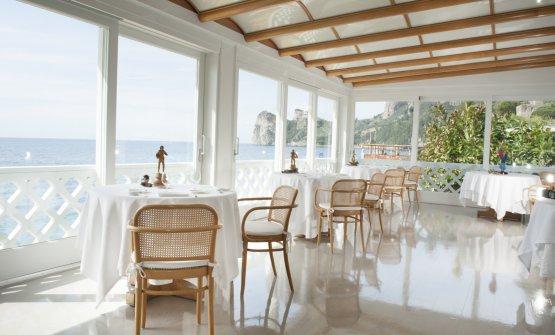 La bella veranda della Taverna del Capitano