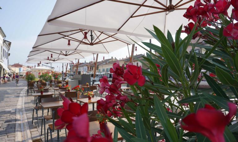 I tavolini sul Porto Canale