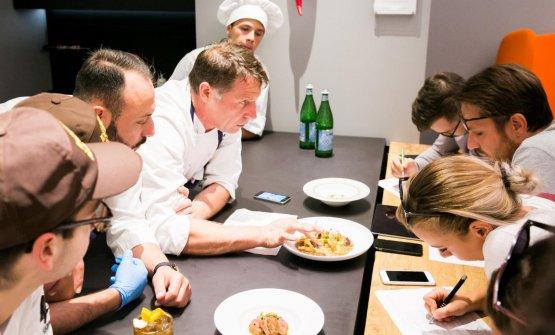 Briefing con le squadre di sala e di cucina