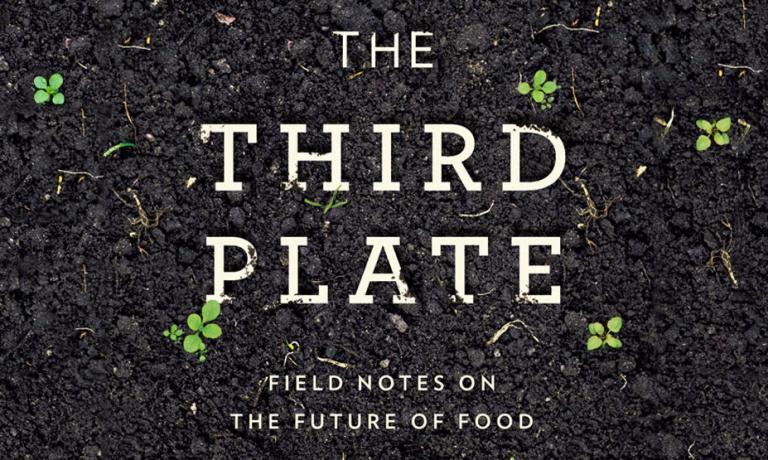 Lo chef americano Dan Barber con il suo ultimo libro va oltre la filosofia farm-to-table che ha ispirato il suo Blue Hill, per proporre un nuovo, rivoluzionario, modo di mangiare