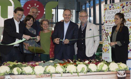 Taglio del nastro per ilprimo festival di cultura vegetariana dellaSvizzera italiana