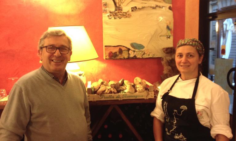 Alessandro e Angela Ancillotti, il patrone la chef della Taverna dell'oca bianca a Pontremoli in Lunigiana