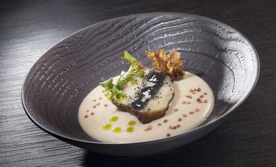 Topinambur in tre consistenze, grano saraceno, olio al prezzemolo e polvere di tartufo