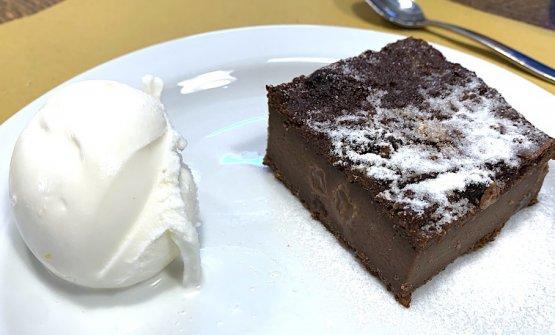 Gelato di ricotta e banana eTorta di pane al cacao