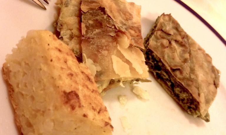 Tre classiche e ottime torte comuni alle tradizioni della Lunigiana ma anche di Liguria e Versilia: almriso, alle cipolle e alle erbette spontenee e dell'orto