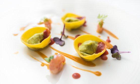 Tortelli ripieni di basilico e pecorino con salsa di gambero rosso di Mazara del Vallo