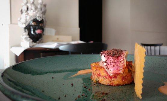 Triglia su piscilovu di insalata di pomodoro e la sua acqua: una ricetta siciliana al 100 di Marco Baglieri, chef del Crocifisso a Noto
