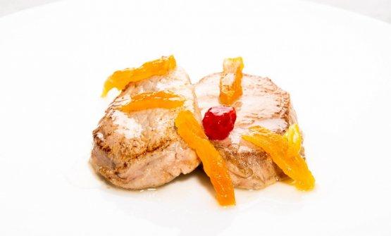 Filettino di maiale scottato, salsa di limoni della Costiera Amalfitana e albicocche del Vesuvio candite