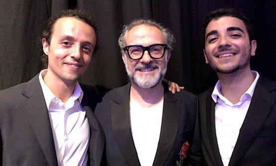 Filippo Uliassi (figlio di Mauro)e Gian Marco Vecchi (figlio di Catia) con Massimo Bottura alla World's 50 Best di poche settimane fa.