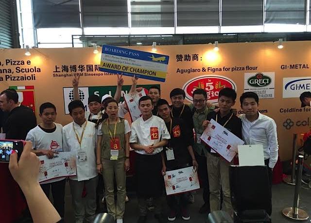 Foto di gruppo della delegazione cinese a Parma