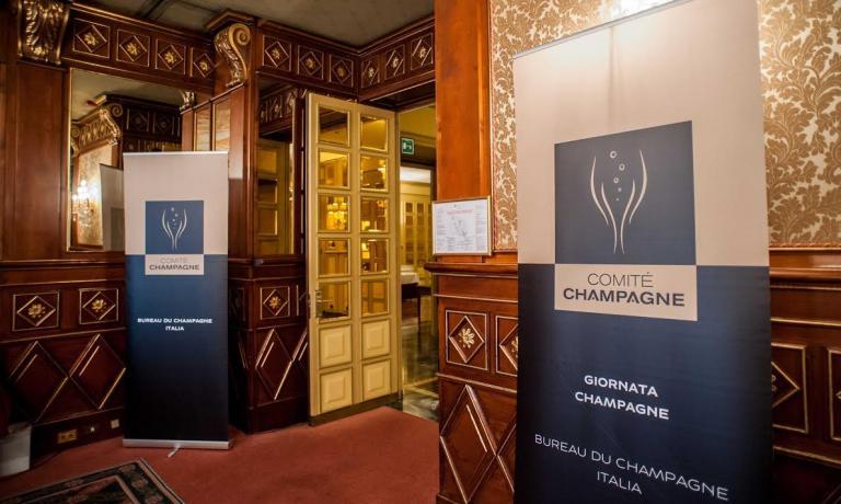 La Giornata Champagne 2015 � l'evento annuale in cui le maison rappresentate dal Bureau du Champagne in Italia presentano le proprie cuv�e a ristoratori, sommelier, enoteche, giornalisti, appassionati. E' stata anche l'occasione per ricordare come quest'anno i Coteaux, Maisons et Caves de Champagne siano stati inseriti nella lista dei Patrimoni Universali UNESCO