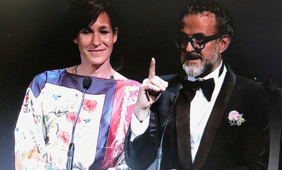 Massimo Bottura con la moglie Lara Gilmore: i due hanno entrambi ricordato l'importanza del lavoro fatto con il progetto dei Refettori